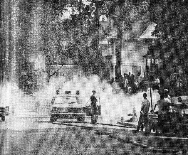 police-use-tear-gas-1967
